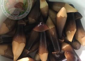Mua nấm mối đen hay nấm mối tự nhiên cho bữa ăn hằng ngày